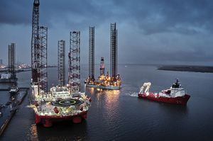 017_small-size_Rig-move_Giant_Port-Esbjerg_sep19_CHO.JPG